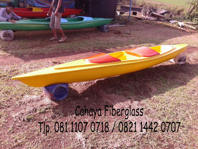 pembuatan perahu kano fiberglass