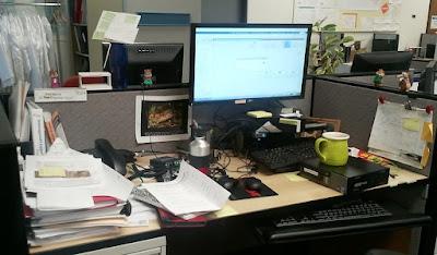Despacho con muchos papeles