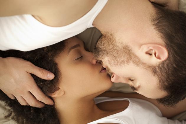 La ciencia responde: ¿Por qué cerramos los ojos al besar?