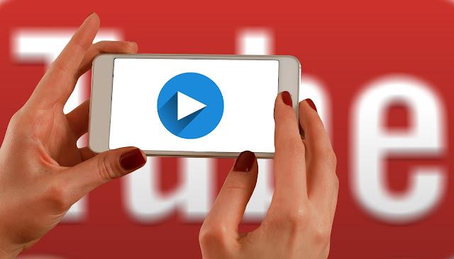 Mendapatkan Penghargaan Play Button dari YouTube
