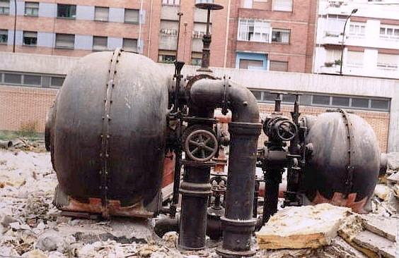 Contadorón durante el derribo de la Fábrica del Gas de Gijón