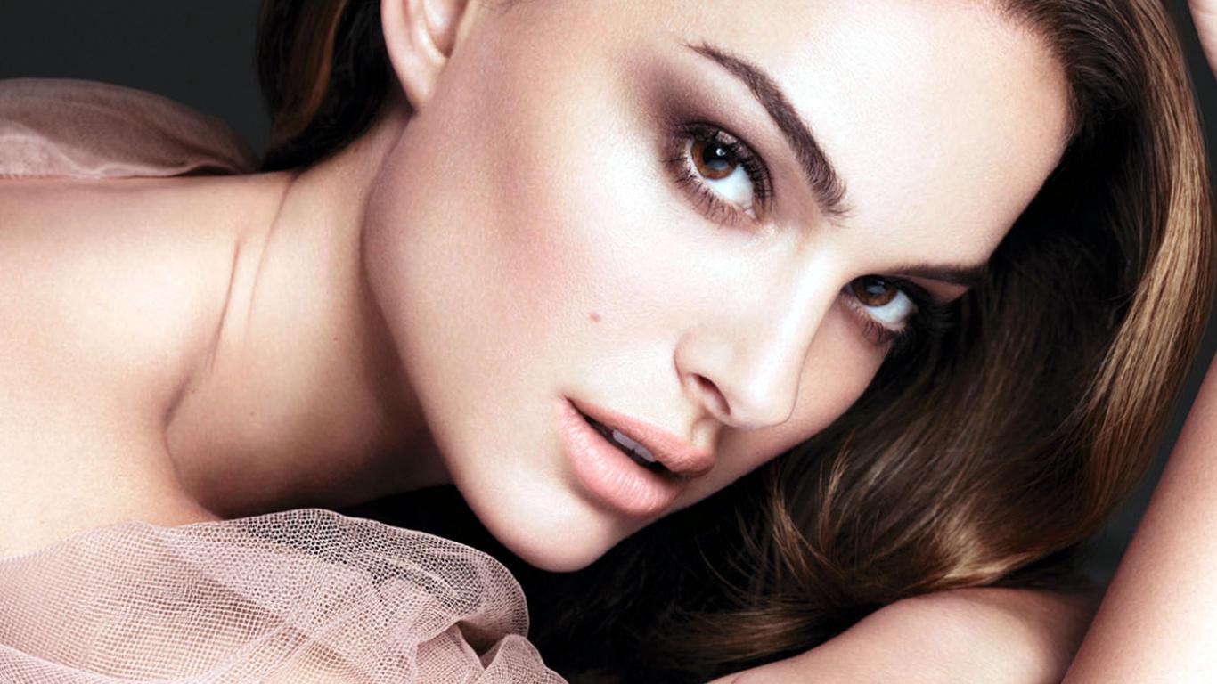 Natelie Portman Beautiful Face Hot Wallpaper