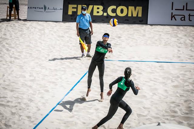 Taina e Victoria em partida contra as lituanas pelo qualifyng do Katara Cup