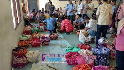 Warga Desa Pituruh Rayakan Maulid Nabi Muhammad SAW Dengan Tradisi Rolasan
