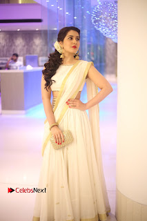 Rashi Khanna Latest HD Pictures in Saree