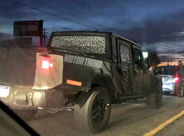 Новый Jeep Wrangler Pickup был пойман на камеру
