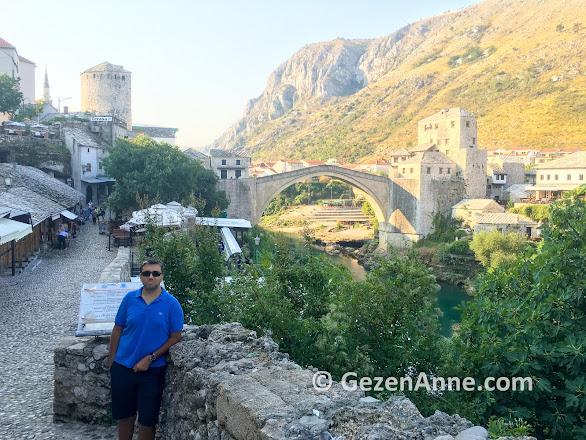 Mostar köprüsü çevresini gezerken, Bosna Hersek