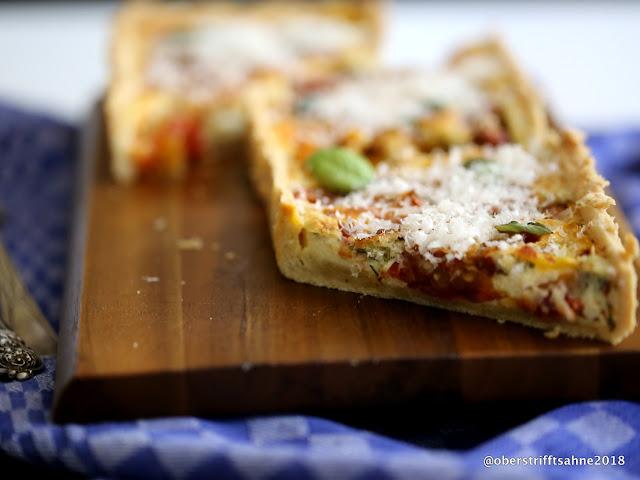 Tarte mit Tomaten, Kräutern und Parmesan