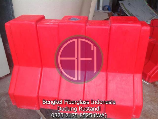 fiberglass road barriers untuk marka jalan