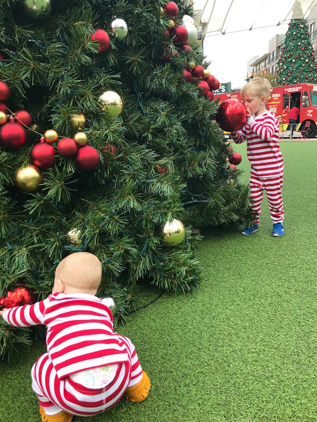 stress free christmas, easy christmas, twin parenting, parenting toddlers, mom blog, mom blogger, mommy blog, christmas with twin, christmas with kids, how to have a stress free christmas, stress free holidays