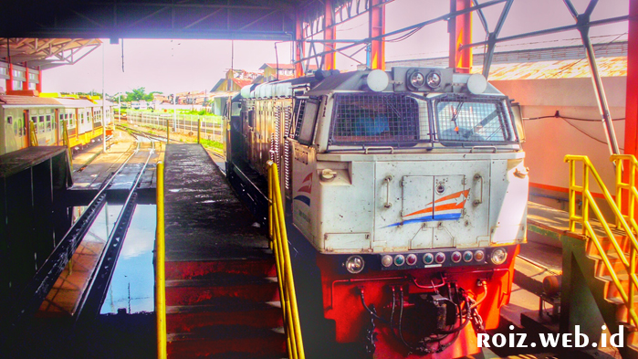 Berkunjung ke Depo Lokomotif Semarang Poncol