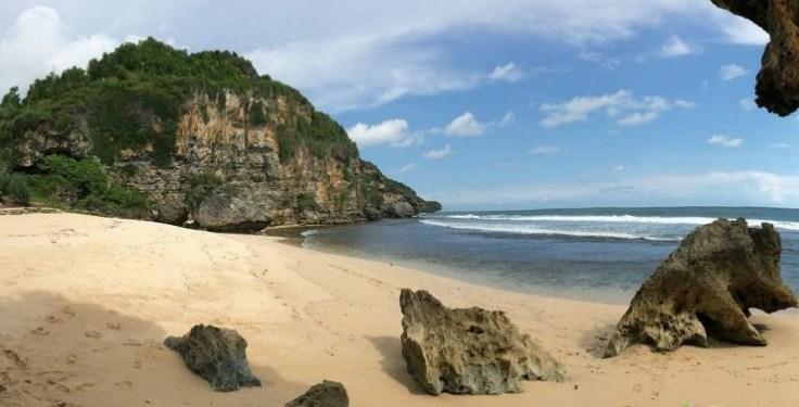 Pantai Ngrumput Jogjakarta