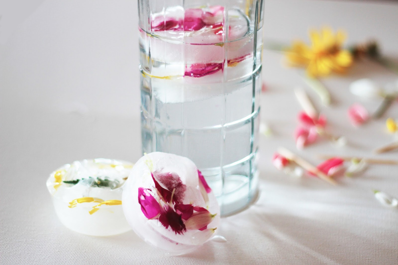 Dress Up Your Valentine's Day Cocktails With These Pretty Floral Ice Cubes