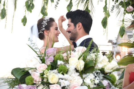 Fahriye Evcen and Burak Özçivit at wedding