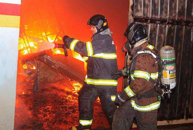 Quando os bombeiros chegaram o fogo já tinha derretido tudo