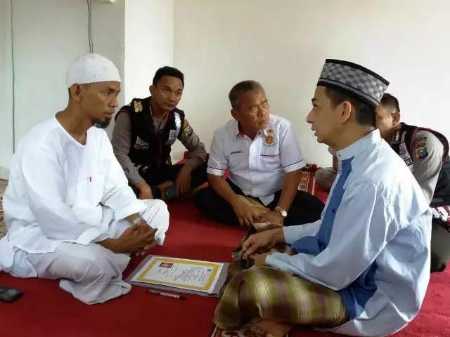 Alhamdulillah.. Sering Mendengar Alunan Ayat Suci Alquran saat Ramadan, Tahanan Ini Masuk Islam