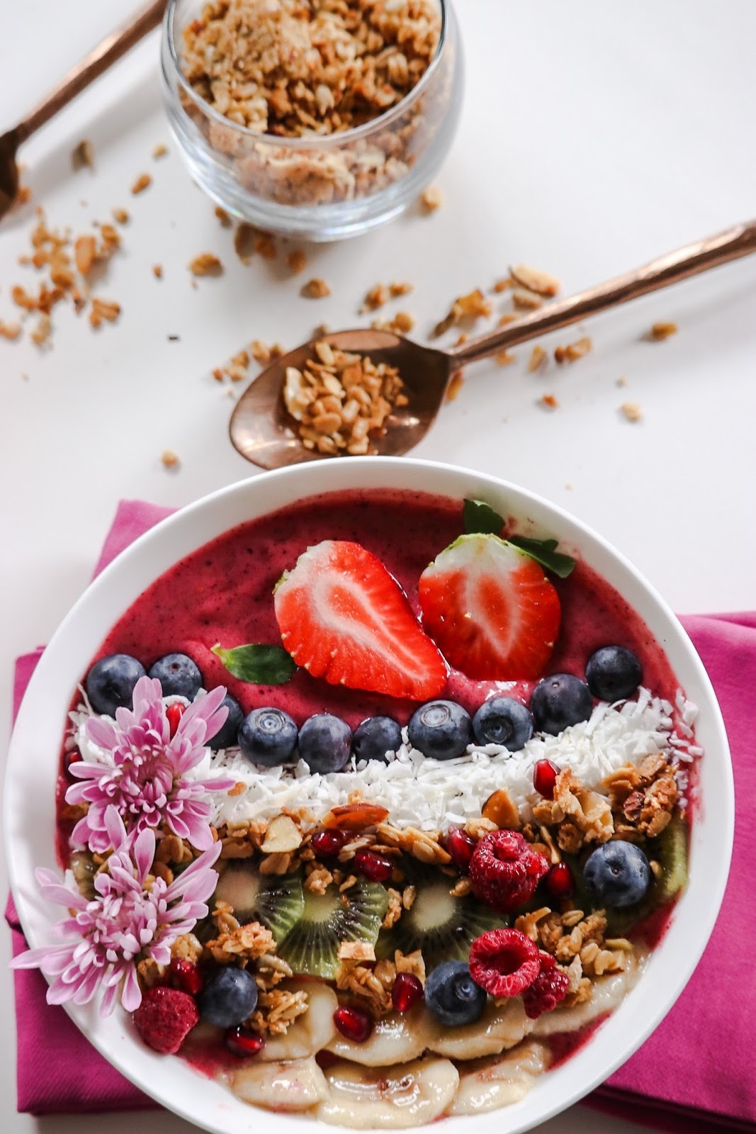 , acai berry bowl, healthy breakfast, food photography, yum, gluten free recipe, happy, colorful, foodie, easy breakfast , myriad musings 1
