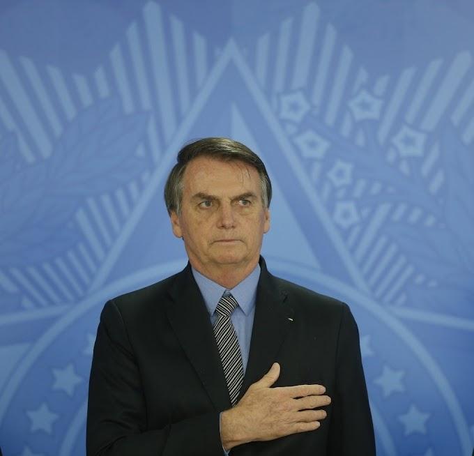 Bolsonaro assina MP que cria o 13º salário para o Bolsa Família