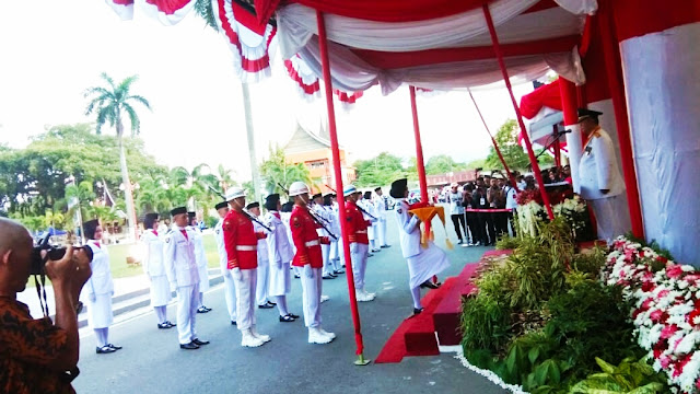 Wagub. Sumbar, Nasrul Abit Irup Bendera HUT RI ke-74