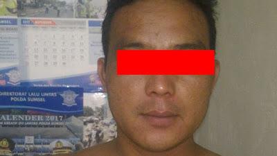 Simpan Shabu Di Kantong Celana Belakang SN Diringkus Polisi Di Pekarangan Rumah