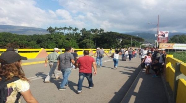 Reabre Venezuela pasos fronterizos con Colombia en Táchira