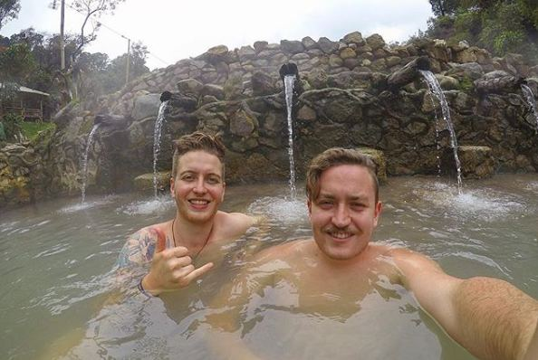 Berendam di Kolam Air Panas di Kawah Cibuni Rengganis
