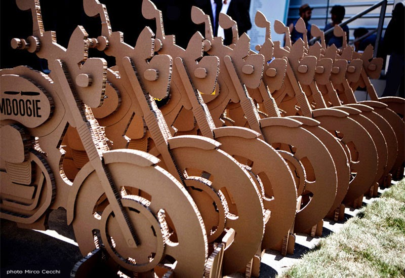 Motos de cartón reciclado de A4A Design