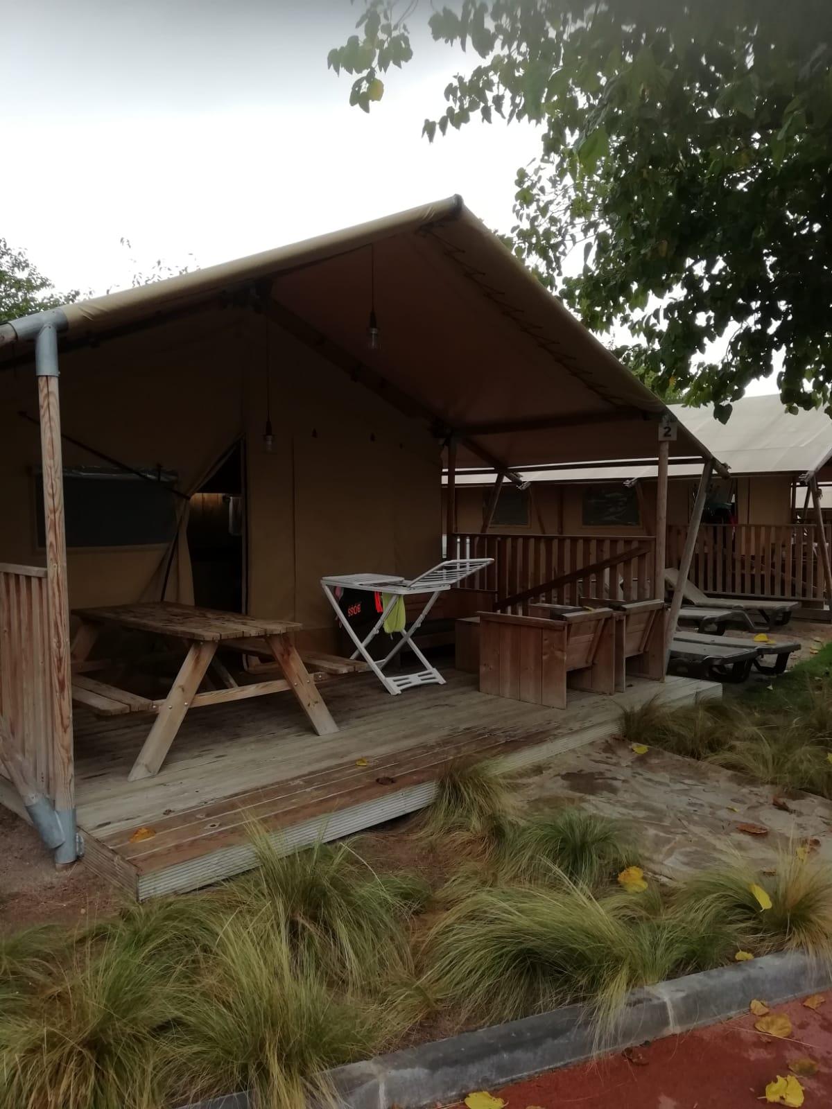 namiot na campingu