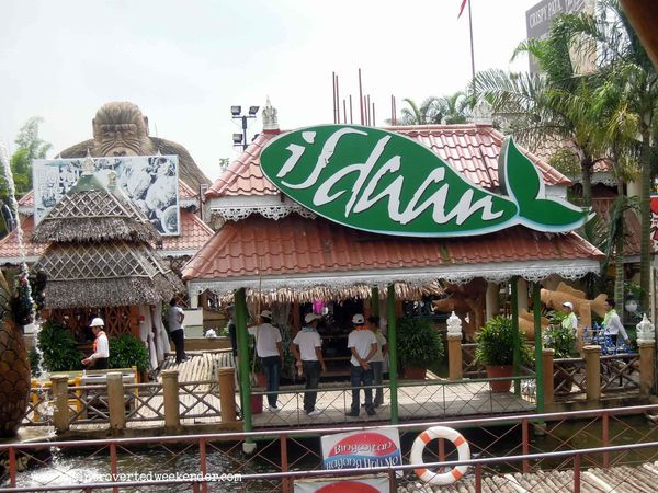 Isdaan Floating Restaurant: A Uniquely Memorable Dining Experience