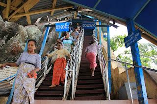 Escalinatas del Monte Popa de Bagan