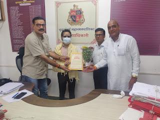#JaunpurLive : समरस फाउंडेशन ने किया शिक्षणाधिकारी राजू तड़वी का अभिनन्दन
