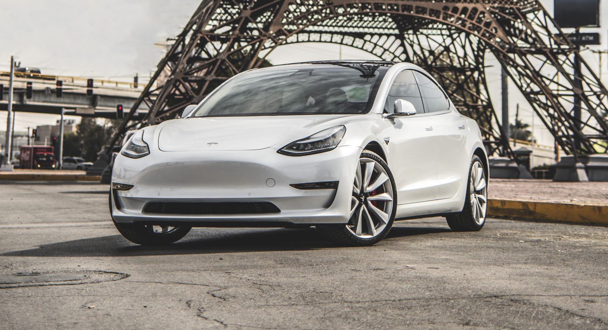 El Tesla Model 3 el el vehículo eléctrico más popular en los Países Bajos