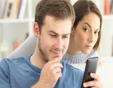 الشك والتجسس على الزوج