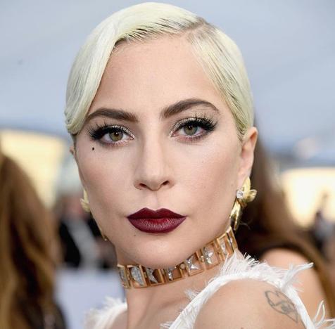 Lady Gaga estrena su línea de maquillaje; 'queremos que te ames' (Video)