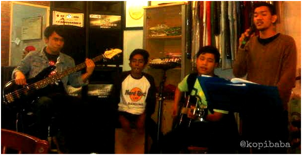 Live Perform RiverFlow at Kopibaba Kesawan