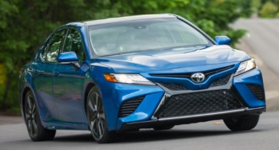 2021 Toyota Camry Hybrid XLE Sedan Review & Ratings