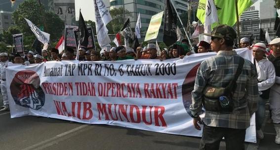 Viral, Netizen Mengomentari Spanduk TAP MPR dalam Aksi Mujahid 212