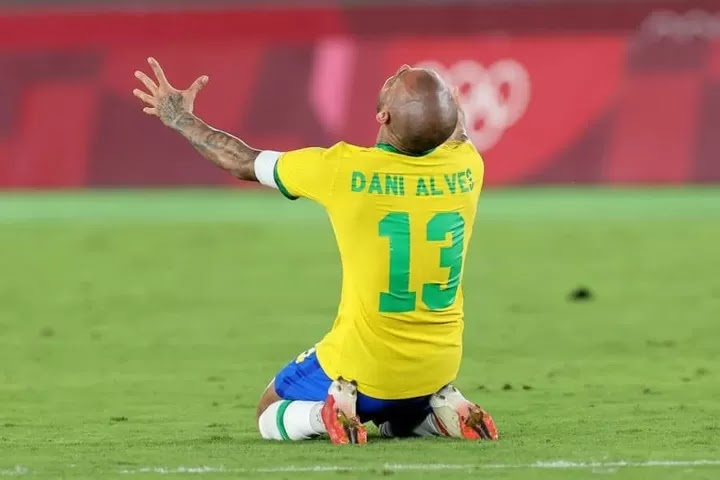 Dani Alves extends advantage as most decorated footballer of all-time as Brazil best Spain for Olympic gold