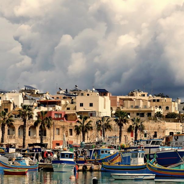 Marsaxlokk, Harbour, Hafen, Schiffe, Luzzu, Malta, düster, Wolken