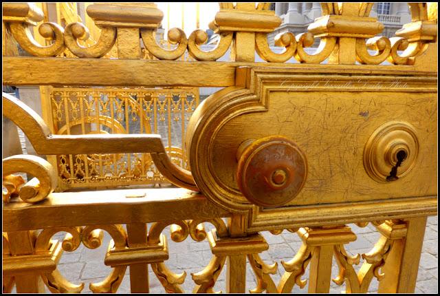 Serrure lock gate grille château de Versailles