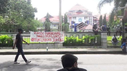 PPKM Lanjut atau Jokowi Turun