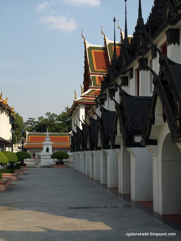 Wat Ratchanatdaram Worawihan (Loha Prasat)