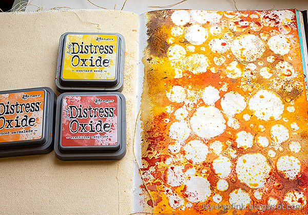 Layers of ink - Inky Resist Circles Art Journal Tutorial by Anna-Karin Evaldsson. With Simon Says Stamp Mix and Match Circles Stencil and All Seasons Tree stamp set. Ink with Distress Oxide ink.