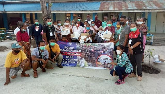 Tiba Lewoleba Langsung Salurkan Bantuan Kepada Korban Bencana Lembata  oleh Relawan Kemanusian Tananua Flores
