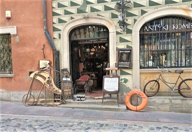 negozio antiquariato nel centro storico di varsavia