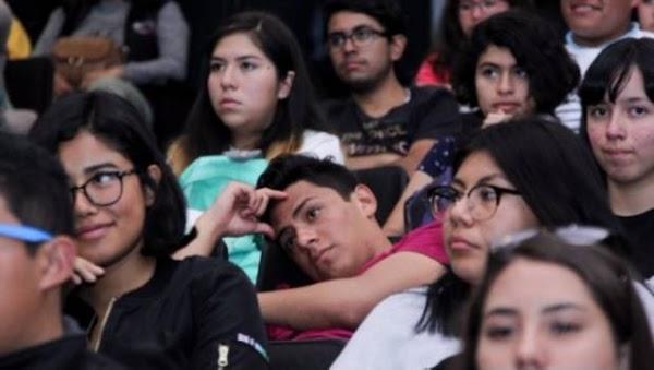 """Los más """"populares"""" en la prepa podrían ser miserables como adultos: estudio"""
