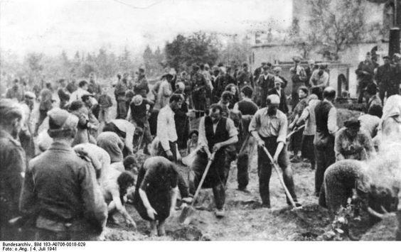 Jews in Ukraine digging their own graves, 4 July 1941 worldwartwo.filminspector.com