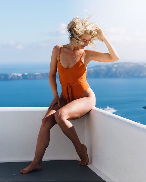 Julianne Hough Hot & Sexy pics
