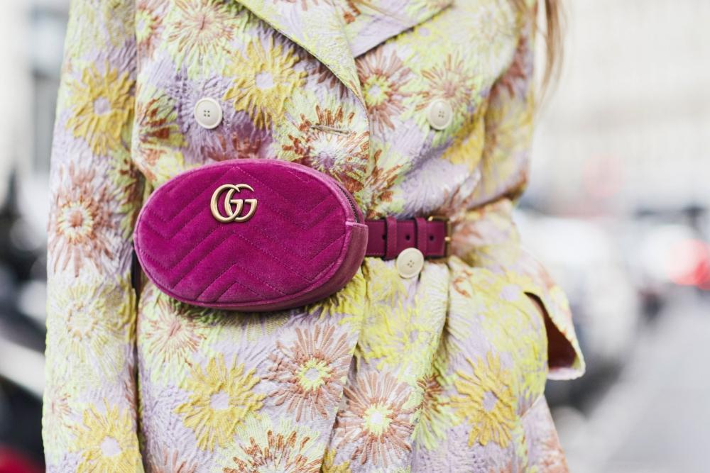 Die Damen Gürteltasche avanciert zum Street Style-Must-have
