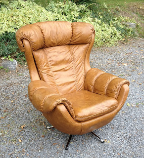 Retro Faux Leather Lounge Chair & Tribute 20th Decor: Retro Faux Leather Lounge Chair